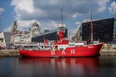 红色小船在利物浦 免版税图库摄影