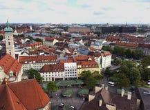 红色屋顶在慕尼黑,巴伐利亚 库存图片