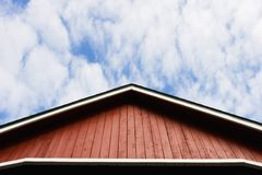 红色屋顶天空 库存照片