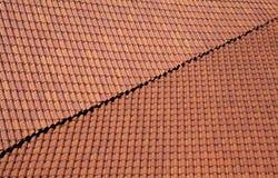 红色屋顶盖瓦 免版税库存图片