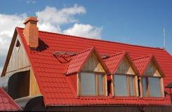 红色屋顶 库存图片