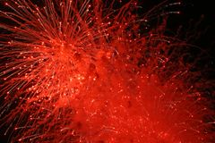 红色展开的烟花 免版税库存照片