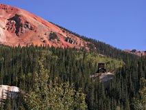 红色山口山顶的被放弃的矿 库存照片