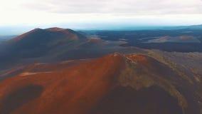 红色山 美好的横向 飞行山 影视素材