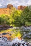 红色岩石和反射 库存照片