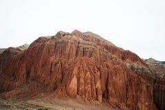 红色岩石山风景 落矶山脉风景 阿尔泰红色山 山上面在背景中 图库摄影