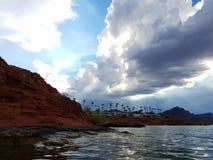 红色岩石Cloudscape 免版税库存图片