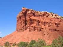 红色峭壁的山 免版税库存照片
