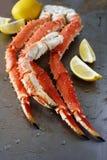 红色巨蟹腿 库存照片