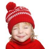 红色帽子和毛线衣的愉快的小男孩 库存照片