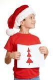 红色帽子的男孩有给圣诞老人的信件的-寒假圣诞节概念 库存照片