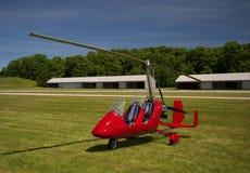 红色开放驾驶舱旋翼机 免版税库存照片