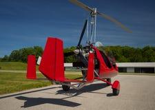 红色开放驾驶舱旋翼机 免版税库存图片