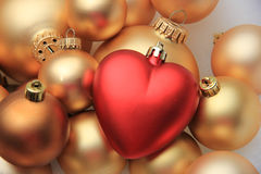 红色心形的圣诞节装饰品 图库摄影