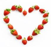 红色心形的草莓愿望卡片,华伦泰, 2月14日, 免版税库存照片