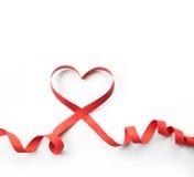 红色心脏丝带,在白色 免版税库存图片