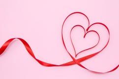 红色心脏丝带 免版税库存照片
