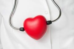 红色心脏和听诊器 库存照片