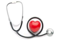 红色心脏和听诊器 免版税库存图片
