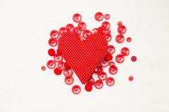 红色心脏和按钮 免版税库存图片