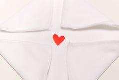 红色心脏在中心 库存照片