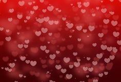 红色心脏形状bokeh与在红色抽象背景的华伦泰假日 免版税库存照片