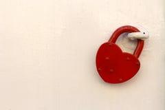 红色心脏挂锁 免版税图库摄影