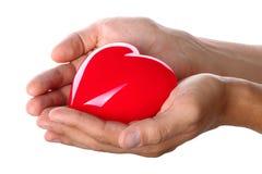 给红色心脏的男性手 免版税库存图片