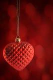 红色心脏装饰品垂悬 免版税库存图片
