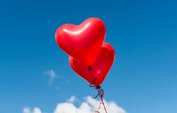 红色心脏迅速增加户外 库存照片