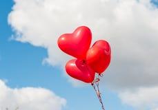 红色心脏迅速增加户外 免版税库存图片