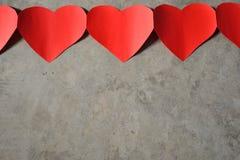 红色心脏水泥背景 库存照片