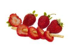红色成熟草莓porezanaya 免版税库存图片