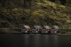 红色房子在难以置信的地方 免版税库存图片
