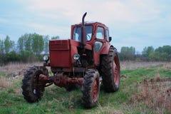 红色拖拉机 图库摄影