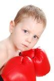 红色拳击手套的年轻拳击手 免版税库存图片