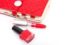 红色指甲油和刷子水滴 免版税库存照片
