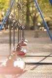 红色摇摆在Asukayama公园幼儿园贵田dist的 库存照片