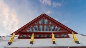 红色教会的雕象在基律纳,瑞典 免版税库存图片