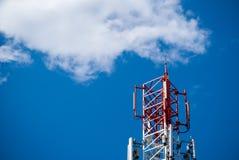 红色无线电铁塔 免版税库存照片