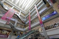 红色星meikailong购物中心室内露台  库存照片