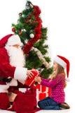 红色服装给的圣诞老人当前从袋子。 库存照片