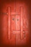 红色木中国门 库存图片