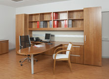 红色木头的办公室 库存照片