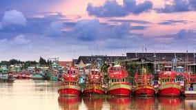 红色木小船 免版税库存图片