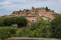 红色村庄,砂岩地区在Rousillon,南法国,欧洲 免版税库存图片