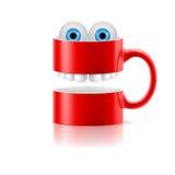 红色杯子与牙和蛙的两部分注视 免版税库存照片