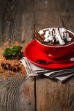 红色杯子热巧克力 库存照片