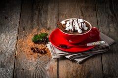 红色杯子热巧克力 免版税库存图片
