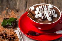 红色杯子热巧克力 免版税图库摄影